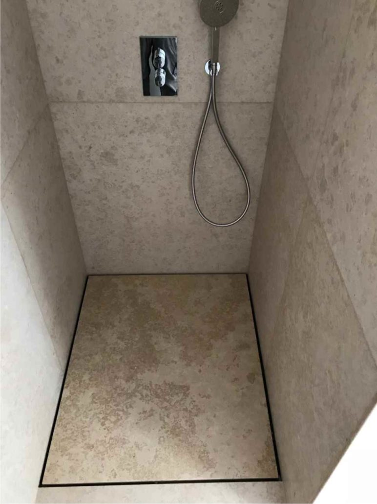 Bodenbelag & barrierefreie Dusche in Kalkstein Kanfanar ...